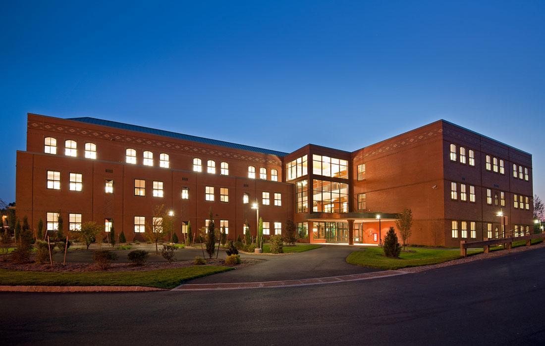 Pinkerton Academy Building